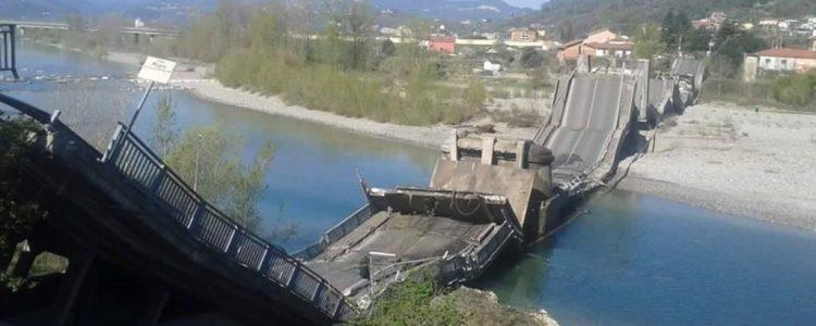 Crollo ponte Caprigliola: subito piano straordinario per controllo e messa in sicurezza; interrogazione a De Micheli